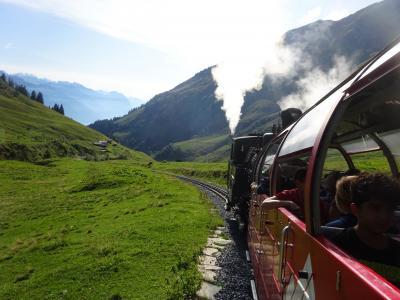 絶景が広がるアルプスの山歩きと鉄道の旅:スイス、リヒテンシュタイン旅行【14】(2019年秋 3日目➈ 蒸気機関車に牽かれて)