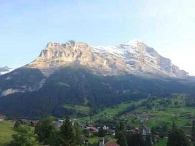 絶景が広がるアルプスの山歩きと鉄道の旅:スイス、リヒテンシュタイン旅行【15】(2019年秋 3日目➉ アイガーの夕景)