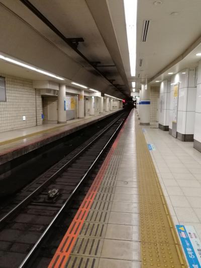 金曜夜の中野駅と新宿駅