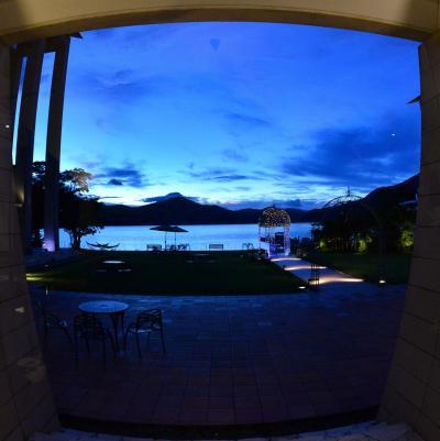 富士山を見るために箱根ホテル宿泊 日本人も外国人もいない芦ノ湖