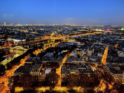 エッフェル塔から眺めるパリ