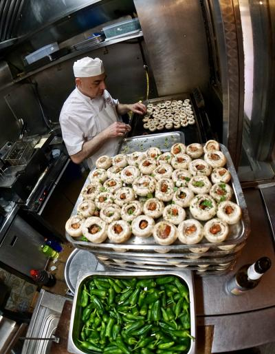 美食の街:バスク地方を巡るBARで「ほろ酔いグルメツアー」(マッシュルームとパドロン激旨/マドリード/31年ぶりのスペイン)