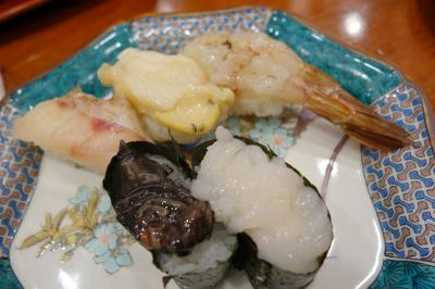 20200909-1 金沢 近江町市場で、回転寿司に並んでみます。もりもり寿し。
