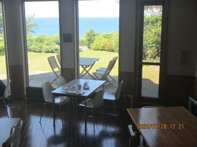 銭函駅近、海辺のイタリアンレストランでランチを楽しみ、海を見下ろすティールームで夏を感じる