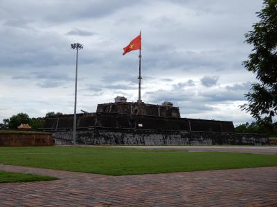 2019年の夏休みはとりあえずベトナムでも/フエの旧市街を観光バスツアーで巡りました/阮朝王宮とフエ宮廷骨董博物館