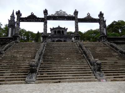 2019年の夏休みはとりあえずベトナムでも/フエの旧市街を観光バスツアーで巡りました/ミンマン帝陵、トゥドゥック帝陵、カイディン帝陵