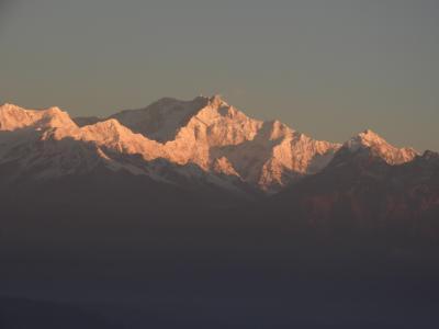 ダージリンひとり旅(3)朝日に輝く世界第3位の高峰