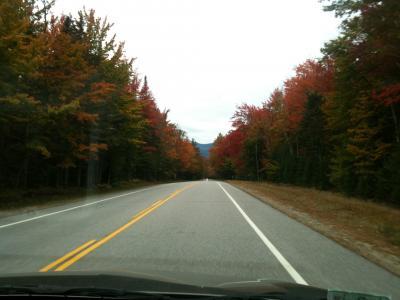 ニューハンプシャー州 カンカマガス ハイウェイ ー 紅葉を楽しみながら走る。