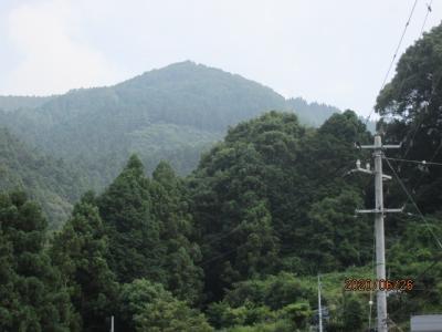 愛媛(伊予一国)ドライブ巡礼(79)四国霊場六十五番三角寺を下山する。