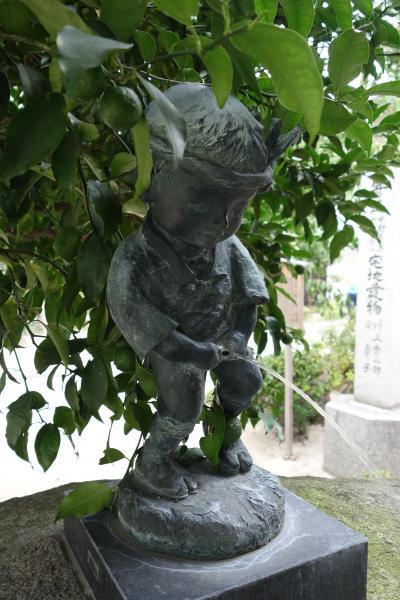 20201003-1 福岡 櫛田神社には、ひっそりと小便小僧が居ました…