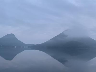 朝もやの中、榛名湖畔で…