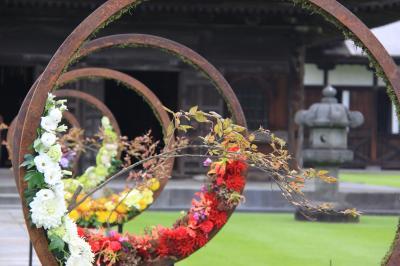 国宝 高岡山 瑞龍寺を彩るフラワーアレンジメント