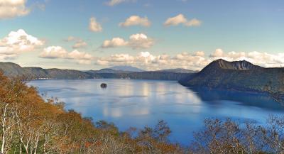 晴天の摩周湖に思わず歓声が! バスツアー2日目は阿寒から知床 その1 硫黄山まで