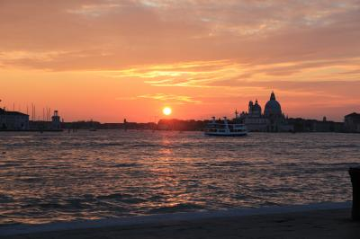 シニア夫婦の欧州5カ国ゆっくり旅行30日 (26)晴天の下ヴェネツィアでのんびりです(3月24日)