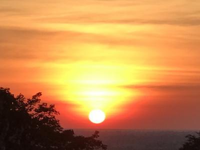 今日はプノンバケンから幻想的な夕日