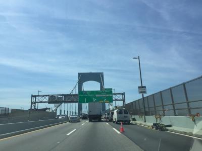 ニューヨーク州 ブロンクス ー ハンプトンズへ向けて走る。