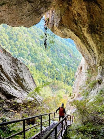 景色が雄大、乳岩峡・明神山
