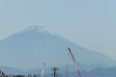 明治学院大北東端にある舞岡公園入口階段から見る富士山-2020年