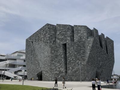 角川武蔵野ミュージアムを散策