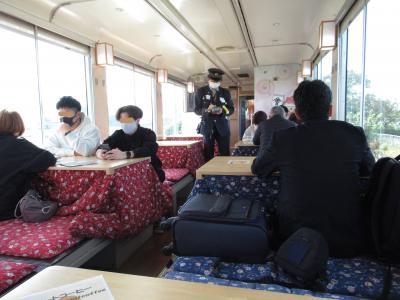 会津若松から「お座トロ展望列車」で湯野上温泉駅に行き「猿游号」で大内宿に向かう