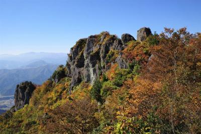 新潟・金城山 紅葉の穴場へ日帰り登山