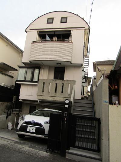 丸屋根の三階建ての住宅(横浜市戸塚区南舞岡2)