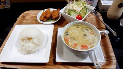 夜ごはんは、タイ料理 小さなお店ですが非常に美味しかったです。