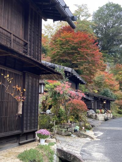秋の紅葉真っ盛り 中山道 馬籠、妻籠、奈良井 宿場町巡り