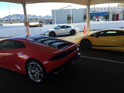 ネバダ州 ラスベガス ー スーパーカーでサーキットを走る