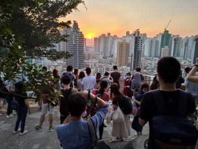 香港★深水ポーへ! 玩具街で買い物して嘉頓レストランで下午茶して嘉頓山で夕陽を見た