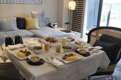 お祝い横浜お泊り 滞在型リゾート クラブラウンジ&コーナースイートでホテルライフを満喫