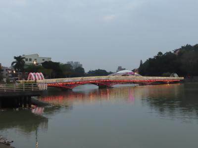 金獅湖風景区をポタリング、ライトアップされた金獅橋は綺麗でした&瑞豊夜市 高雄 2020/11/13