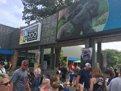 ネブラスカ州 オマハ ヘンリードーリー動物園 ー 入園までの朝の混雑状況