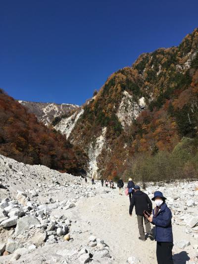 絵葉書の様な紅葉と雪山を一度に味わう越後・信州  感動旅4、高瀬渓谷と白馬マウンテンハーバーを訪ねる