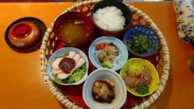 四万十川遊覧と、新足摺海洋館(SATOUMI)の見学等 翌日09。道の駅あぐり窪川で自由昼食。