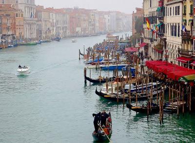 「水の都」ヴェネツィアでリアルト橋から街中へ、迷路のようなカステッロ歩き @Dona Palace