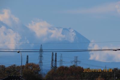 雲の切れ間から見られた富士山