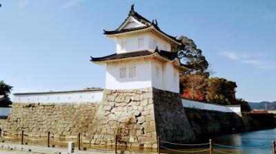 駅から歩いて秋の播州赤穂城を訪れる