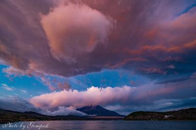 今年最後の山中湖ロッジ滞在 ~朝晩夜の表情豊かな富士山と星空~