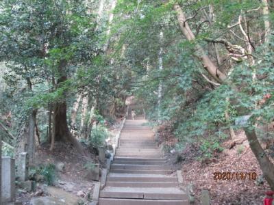 四国霊場最後の巡礼(15)次は山中の霊場、弥谷寺へ。