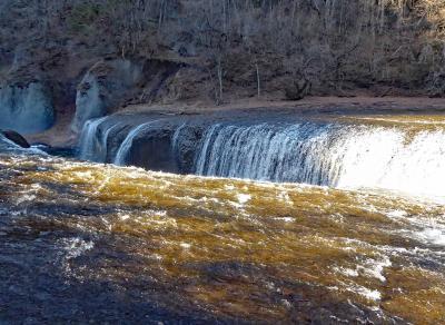 伊香保温泉に泊まり、吹割の滝と沼田城址を見る