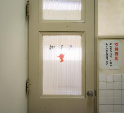 北九州ひとり旅04: 現役でテナント募集中。築100年の文化遺産 上野ビル拝見
