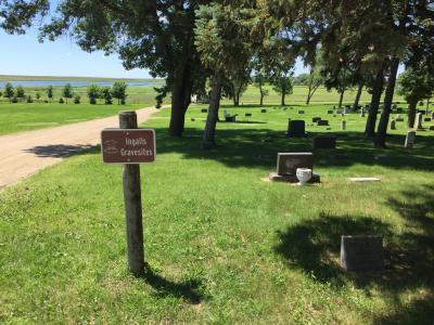 サウスダコタ州 デスメット ー 「大草原の小さな家」のローラの両親と姉妹のお墓があるデスメット墓地