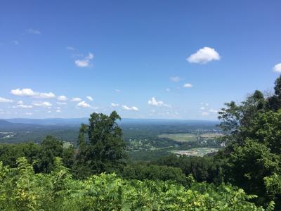 バージニア州 シェナンドー国立公園 ー ビジターセンターでブル―マウンテンを眺望