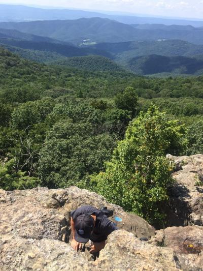 バージニア州 シェナンドー国立公園 ー ベアフェンス マウンテンは上級レベルで怖かったです。