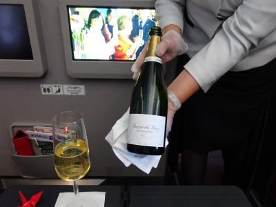シャンパンな空の旅 当日UGで往路F席 HND-FUK