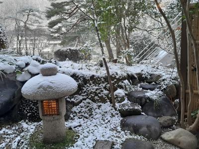 一夜にして鬼怒川は雪景色になりました。