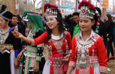 世界遺産ラオス ルアンパバーンを歩きつくす旅(4)モン族の正月祭り