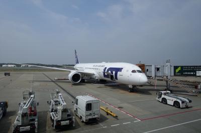 チェコ10日間の旅(1)成田よりLO80、ワルシャワ乗継LO525にてプラハに到着