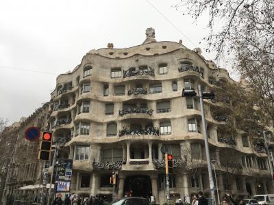 25年ぶり4回目のバルセロナ・ビフォーコロナの団体?旅2:大聖堂、グエル邸、カサミラ